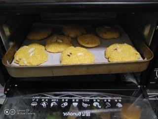 玉米面花生酥,烤箱180度预热5分钟,再烤20分钟。