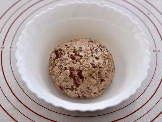 玫瑰花干果饼,把所有的食材混合搅拌均匀后。