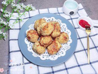 土豆虾球(天妇罗土豆虾球),配上一些酱汁,吃起来吧!