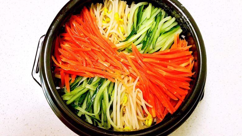 韩式石锅拌饭,再加入胡萝卜丝