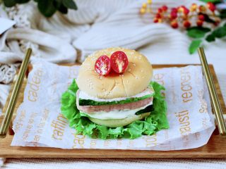 午餐肉黄瓜汉堡包,成品一