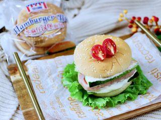 午餐肉黄瓜汉堡包,老公一口气吃了两个。