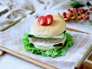 午餐肉黄瓜汉堡包