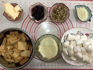 网红~~~蔓越莓雪花酥,准备好所有的材料(奶粉分为50g和20g)。