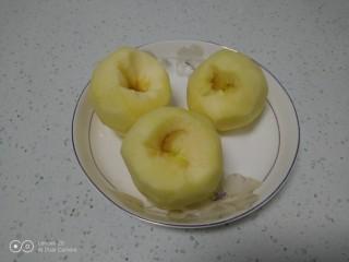 美味苹果派,苹果去皮。