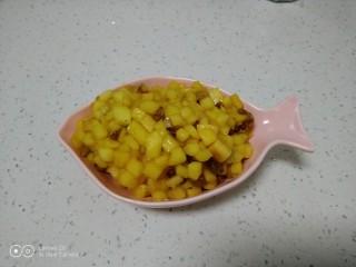 美味苹果派,盛出。