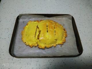 美味苹果派,180度再烤10分钟取出。
