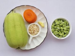 丝瓜毛豆虾米汤,准备好所有食材。