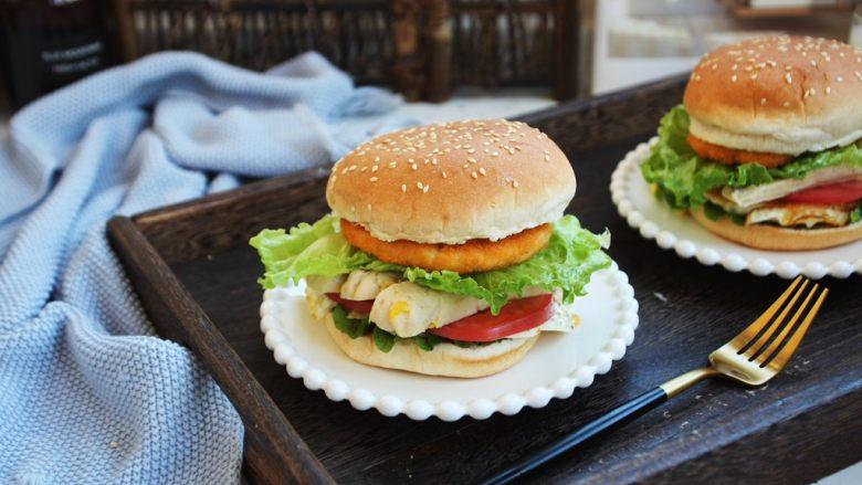 鸡肉玉米香肠汉堡