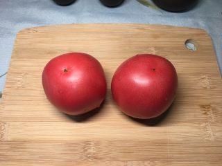 西红柿鸡蛋盖浇饭,西红柿清洗干净