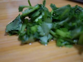 泰式风味口蘑钳鱼,【食材处理7】香菜随意切碎即可