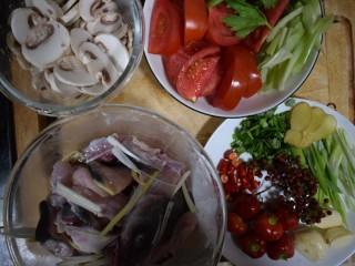 泰式风味口蘑钳鱼,到这里,食材就全部处理好了,就等着下锅滋溜滋溜了