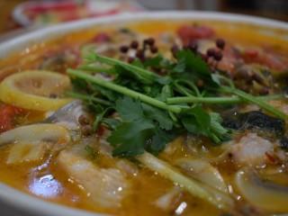 泰式风味口蘑钳鱼,【菜品展示】完结撒花!不过这里是撒上香菜段儿和生红藤椒做点缀,哈哈哈