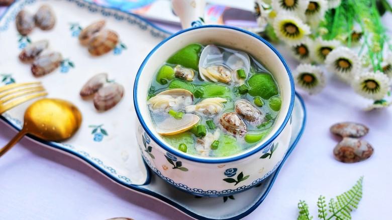 丝瓜花甲汤,出锅盛入碗中。