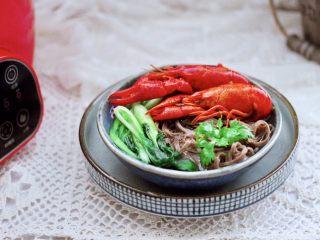 小龙虾青菜清汤荞麦面,好吃又不长肉肉。