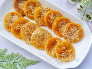 奶香南瓜芝麻饼,奶香十足好吃不腻的南瓜饼出炉啦。