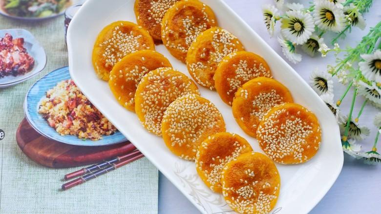 奶香南瓜芝麻饼,平底锅就可以搞定。