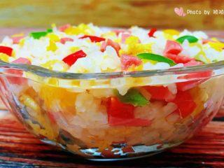 彩椒香肠蛋炒饭,这是一碗有内容营养丰富的炒饭噢