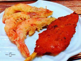 彩椒香肠蛋炒饭,搭配炸虾🍤和炸鸡排瞬间颜值爆表