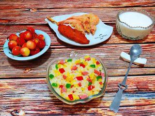 彩椒香肠蛋炒饭,方便快捷的丰盛美味早餐是我送给家人的最好的爱