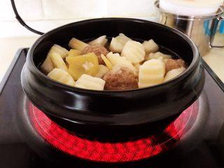 温州瘦肉丸,大火烧开后小火煲15分钟