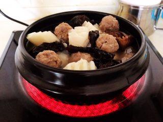 温州瘦肉丸,大火烧开后煲5分钟即可