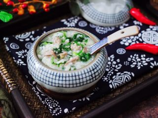 猪肝茼蒿粥,好喝又营养丰富,而且补肝明目还补血哟,这个季节多喝点这个猪肝茼蒿粥,让皮肤变得越来越水嫩光滑哟。