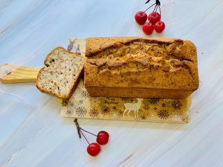 玫瑰乳酪重磅蛋糕,晾凉后的蛋糕切片即可使用。