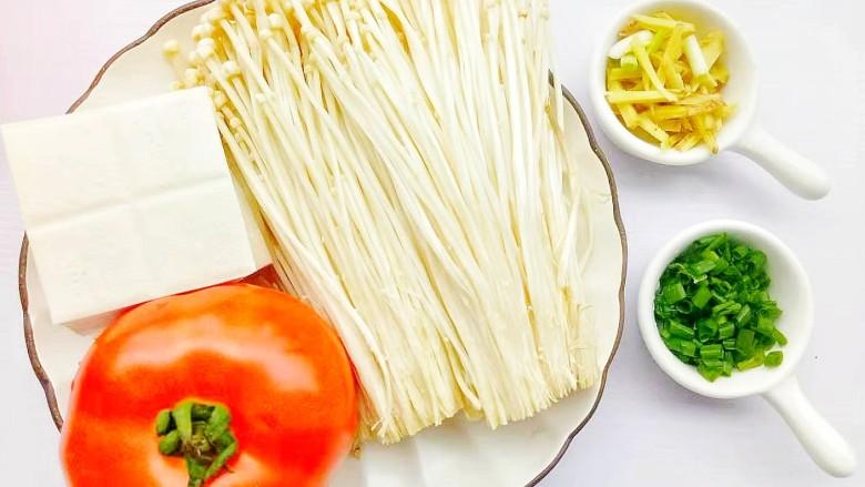 番茄金针菇豆腐汤,准备好所有食材。