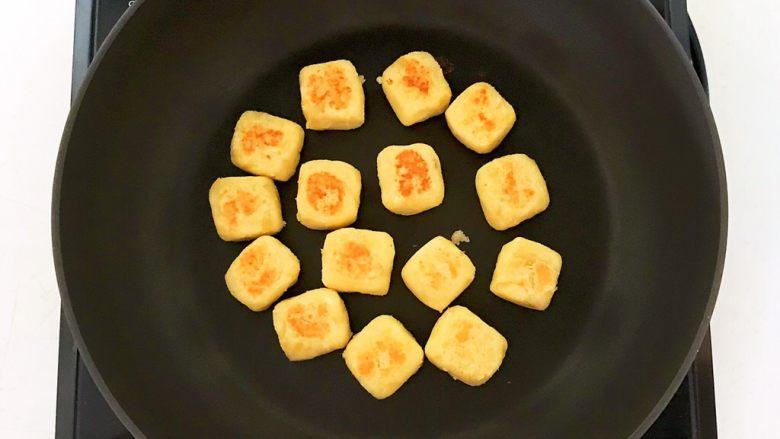 板栗饼,全程小火煎制,烙制一面金黄就翻面