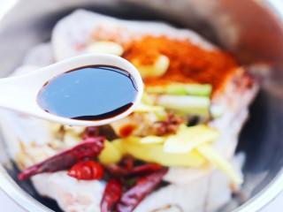 电饭煲卤鸭翅,加三勺生抽。