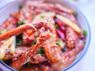 电饭煲卤鸭翅,好吃到停不下来。