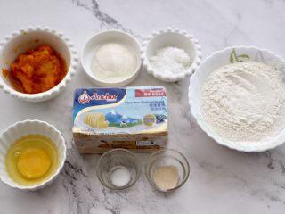 南瓜酸奶华夫饼,首先把所有的食材称重备齐,南瓜提前蒸熟后捣成泥状。