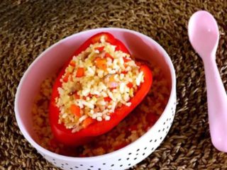 彩椒盅,这是一道非常适合宝宝食用的菜品,色彩艳丽,有菜有饭,好吃又好看,非常美味~
