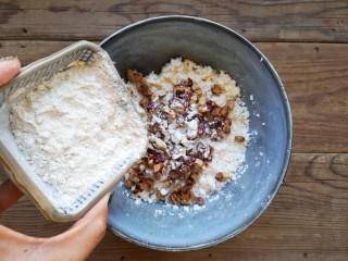玉米粑粑,再加適量糯米粉。