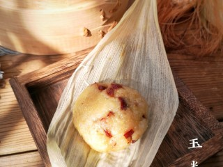 玉米粑粑,特別是加了甜甜的若羌棗肉,和糯糯的玉米很搭配,軟糯甜甜特好吃!