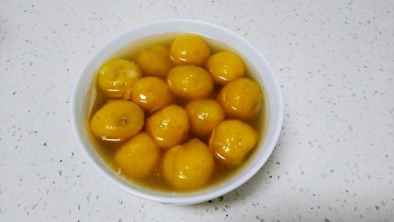 南瓜芝麻红糖汤圆,煮至断生后捞出。