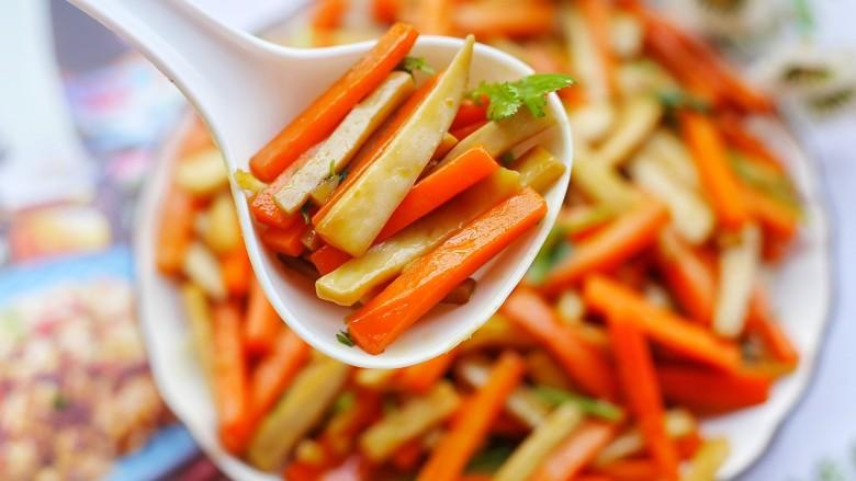 杏鲍菇炒胡萝卜,好吃。
