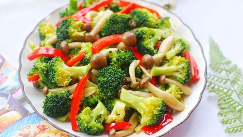 西兰花炒菌菇,清清爽爽。