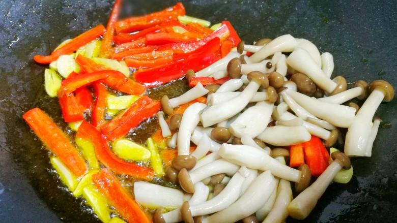 西兰花炒菌菇,加菌菇。