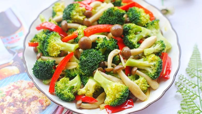 西兰花炒菌菇,无敌好吃。