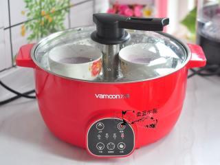 紫薯冰皮月亮蛋糕,放入蒸锅中蒸15分钟。