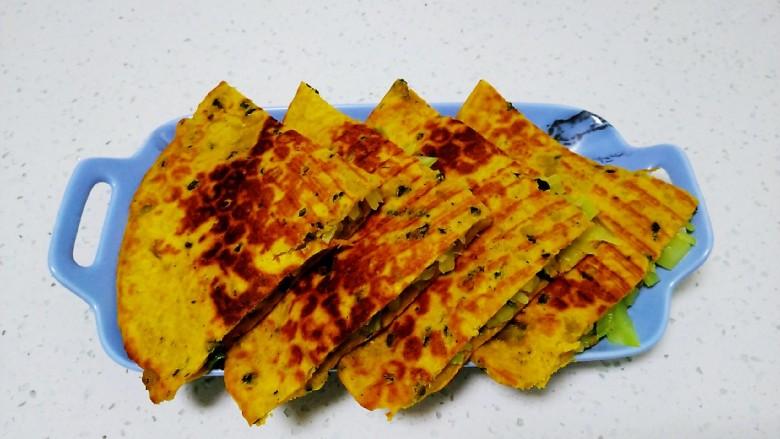 南瓜莴笋尖椒盒,平均分成4份盛入盘中。