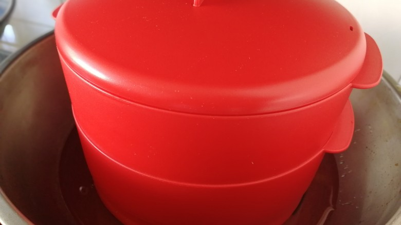 红枣馒头,水开,中火蒸15分钟。