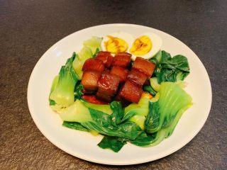 红烧肉,摆盘出锅,汤汁浇在肉上