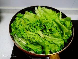 清炒上海青、生菜,上海青断生,放入生菜。