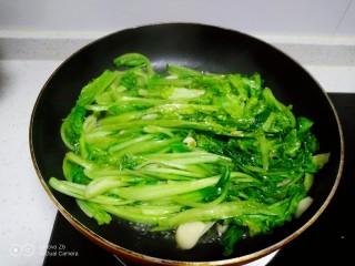 清炒上海青、生菜,翻炒均匀