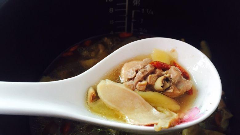 白牛肝菌土鸡汤,香气四溢