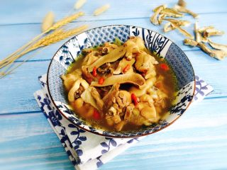 白牛肝菌土鸡汤,成品图
