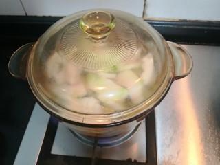 冬瓜花蛤汤,滚开后,关小火,煲5分钟